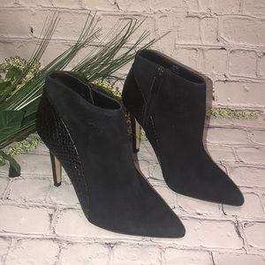 Vince Camuto Women's Black boots ankle sz 5